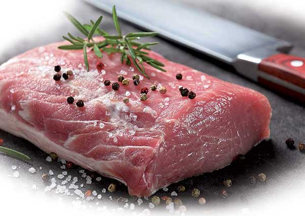 taglio carne con pepe